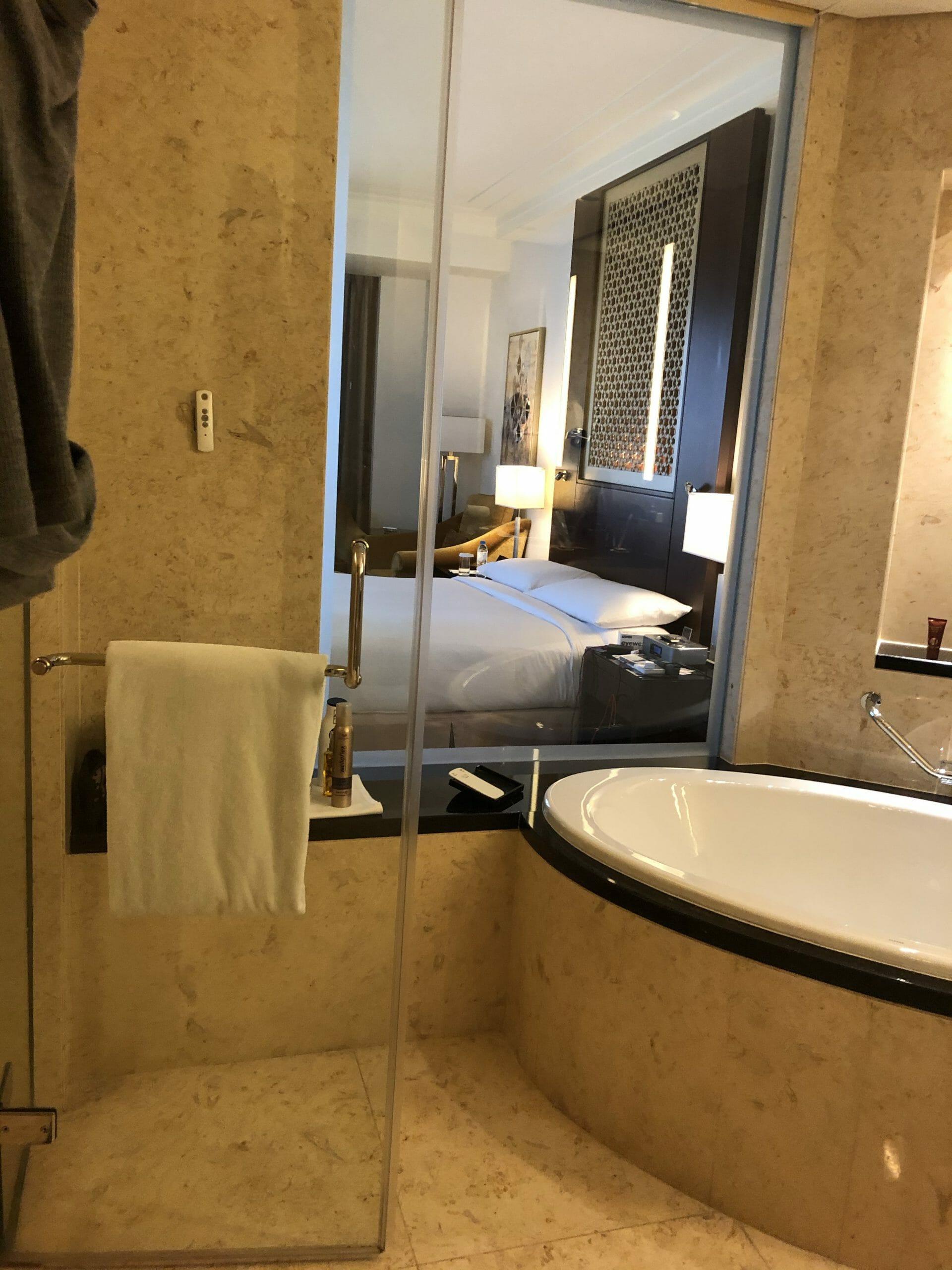Bild vom Hotelzimmer aus dem Bad heraus